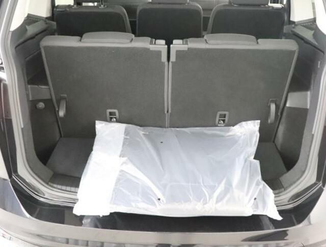 ★3列目シートを使用する7人乗りの状態でも、毎日のお買い物などの荷物をしっかり積み込めるスペースを確保しております。