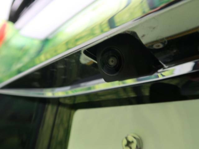 便利なバックカメラで安全確認もできます。駐車が苦手な方にもオススメな便利機能です。