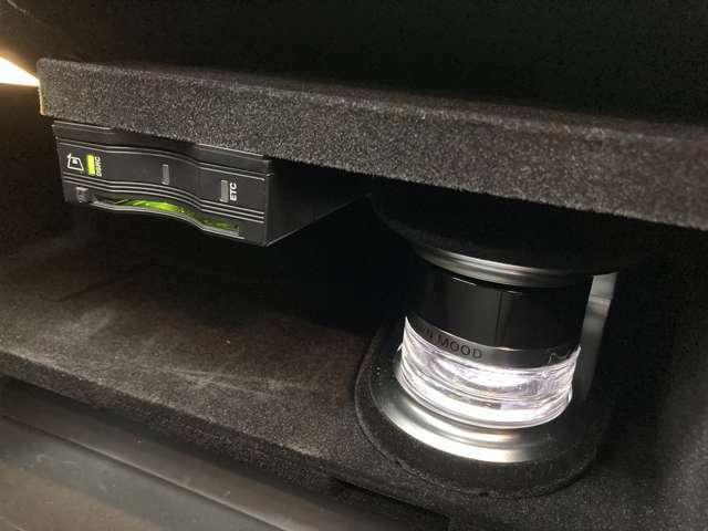 LIBERALAロイヤルコートは硬質なガラスコーティング層が深い艶を実現する新しいタイプのボディーコーティングです。