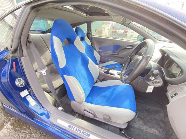 TRDスポーツM専用シートです!!運転席もとてもきれいです!!