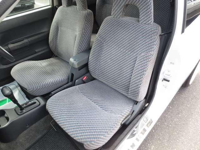助手席♪ 運転席同様 大きな擦れ・汚れ・ヘタレ無く綺麗なシートです♪