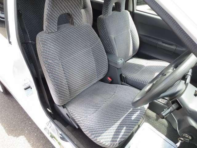 運転席♪ 年式は古いですが大きな擦れ・汚れ・ヘタレ無く綺麗なシートです♪
