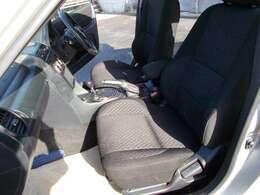 足元にお荷物を置いてもゆとりのあるシートは、ロングドライブでも快適にお過ごしいただけます。