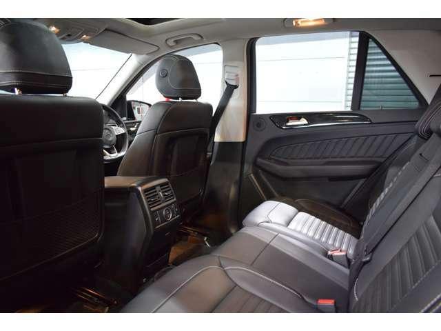 AMGエアロ・サイドラニングボード・AMG20インチアルミホイール・自動リアゲート・AppleCarPlay・ダイナミックセレクト・サンバイザー