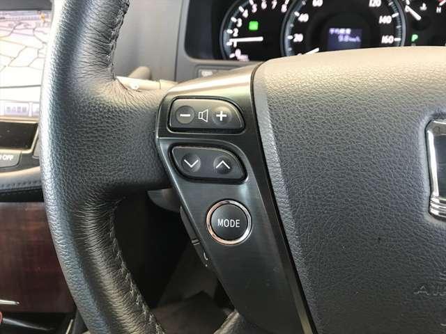オーディオの操作はハンドルに付いているこのスイッチでも行えます。