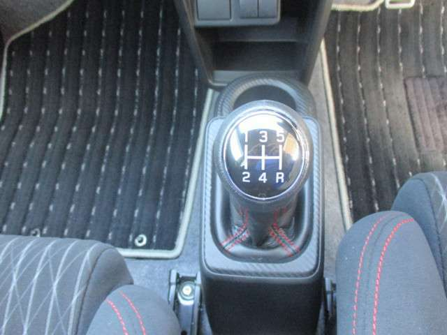 5速マニュアル!車を操作する感覚は楽しいですよ!