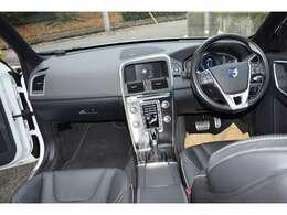 装備はナビ/CD/ コーナーセンサー  5人乗 走行53千Km すごくキレイなXC60 4WD!エンジンもかなり調子いいです!!☆しかも当店全車保証付き