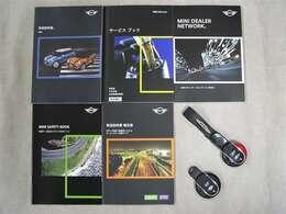 各種取扱説明書、整備記録簿、スペアキー等ございます。記録簿はH28・H29 全部で2枚ございます。毎回欠かさず正規ディーラーで整備されてきた素晴らしいお車です。