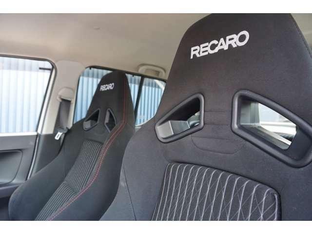 ★レカロシート★スポーツドライビングでの高いホールド性と、ロングドライブ時の快適性を兼ね備えています。
