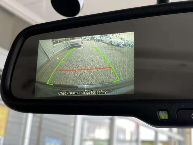 バックカメラの映像がルームミラーで確認できます