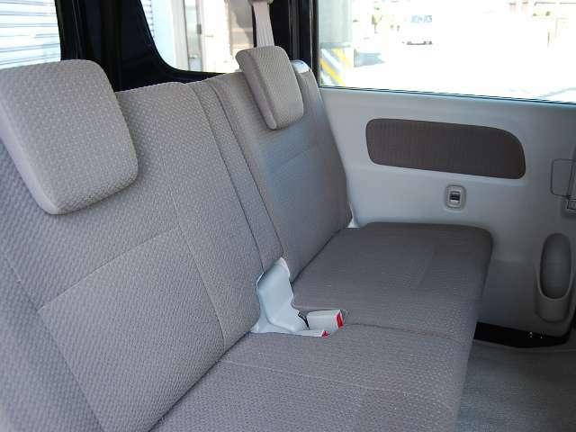 ベットキット付き!ベットキットは2列目シートのアレンジも自由自在です。運転席&リアシートはアームレスト付きシートです!