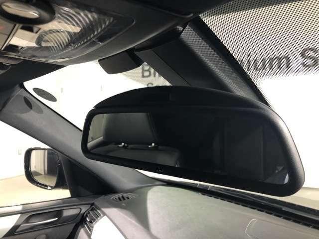 ETC内臓 自動防眩ルームミラー :後続車のライトが反射しても眩しくないように、ミラーの反射率を自動的に調整します。