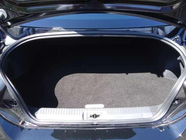 ゴルフバッグやスーツケースなど大きな荷物を積載できる容量を確保しています!JAAA日本自動車鑑定協会の鑑定士によって車輌状態の細かな部分まで鑑定を行なっています!鑑定書付で安心!