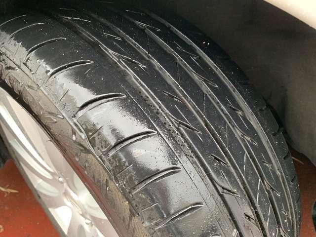 タイヤの溝もご覧の通りまだまだ御座います。ご購入後直ぐに交換の心配がなく安心してお乗り頂けます♪