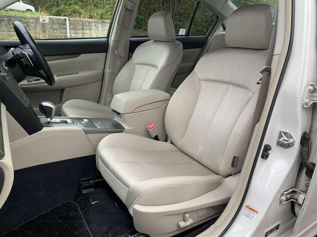 ホールド感のあるシート♪長時間乗っていても疲れません♪運転席も助手席も足元広々で快適にドライブ頂けます♪1000km以上の長旅でも疲れ知らず、先進運転支援システムアイサイトが支援致します。