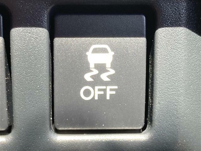 横滑り防止装置 『急なハンドル操作時や滑りやすい路面を走行中に車両の横滑りを感知すると、自動的に車両の進行方向を保つように車両を制御します。』