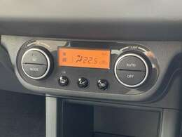 【オートエアコン】自動で温度を調節してくれます。快適機能です