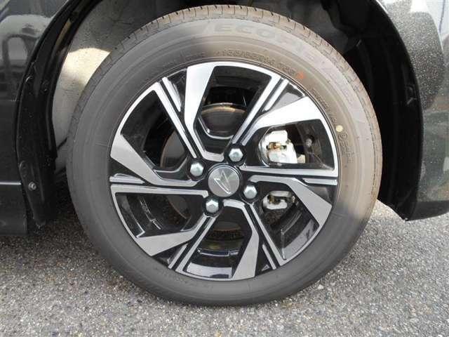 155-65R14のダイハツ純正アルミタイヤになります。スタットレスタイヤもこのサイズをお求め下さい。