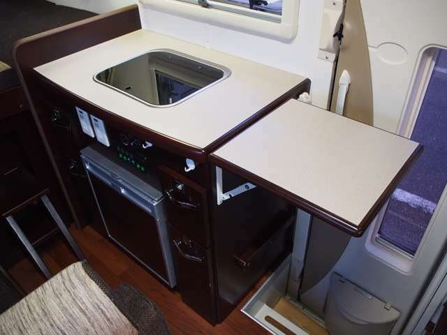 コンパクトに纏まったキッチンスペース 延長テーブル付き!