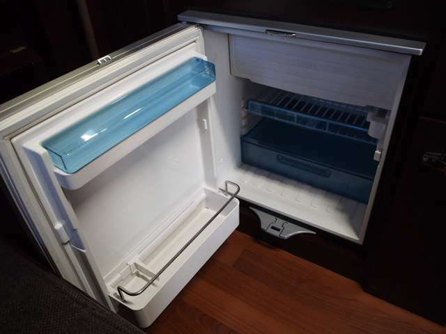 WAECO製DC冷蔵庫付き!