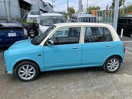 ブルーとホワイトのツートン!さわやかなお車で素敵なドライブがお楽しみいただけます♪