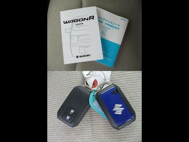 ブルーのスマートキーをセットでご用意しました。取扱説明書、メンテナンスノート付で安心。