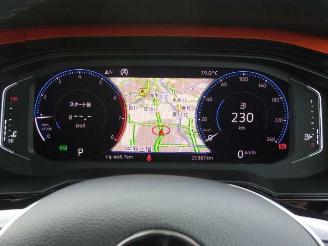 デジタルメータークラスターActive Info Display 高解像度ディスプレイは表示グラフィックのパターンを変更することが可能です。マルチファンクションステアリングのボタンで操作します。