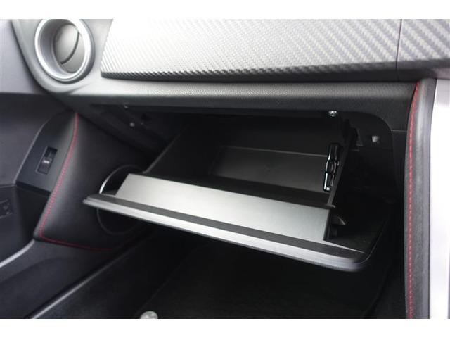 ETCはグラブボックス内に取付されており、車検証入れなどが収納に便利です。