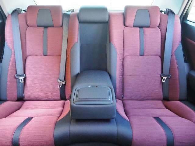 リヤシート使用感少なく、きれいな状態です。