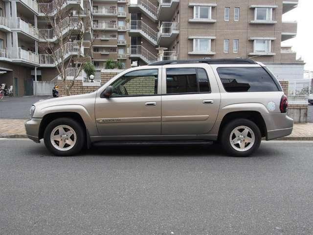 サイズが大きいアメ車でも、車高が低いお車でもお任せください。積載車を完備しております。