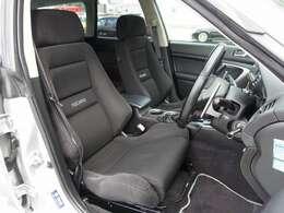 運転席、助手席シートは高額モデルのRECAROセミバケットシートに変更済み。切れや擦れなども御座いません。過去分解整備点検記録簿も12枚も残った弊社一押しの一台となります。