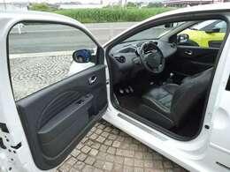 コンパクトカーでは数少ない左ハンドルのMT車です。