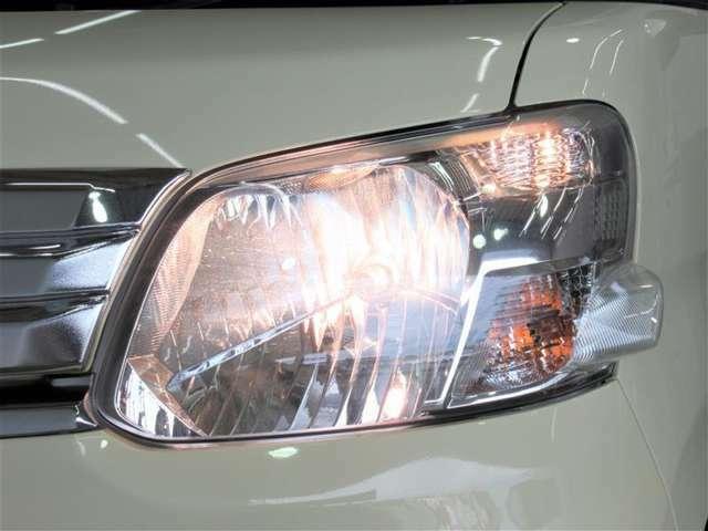 ヘッドライトはオートライトになっています。トンネルや夕方など便利ですね
