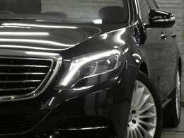 インテリアには、ブラックレザーシート、シートヒーター、ベンチレーター、ダイナミックシート、マッサージ機能、