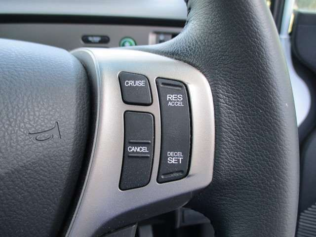 高速道路で便利なアイテム、クルーズコントロールが装備されています。