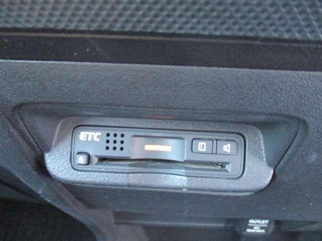 高速道路必須アイテムのETC装着。最近ではスマートインターチェンジも増えてきたのでとても便利です。