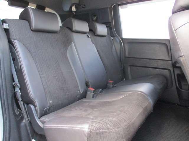 後席は頭上クリアランスも大きく快適にお乗り頂けます。