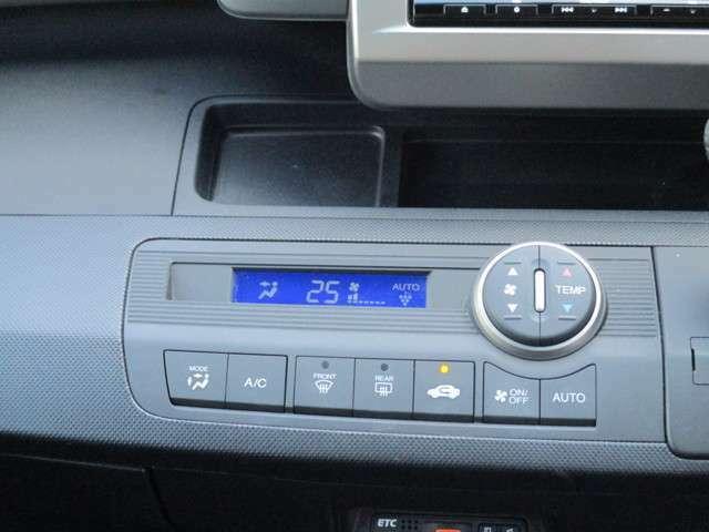 オートエアコン装備なので快適なドライブができます。