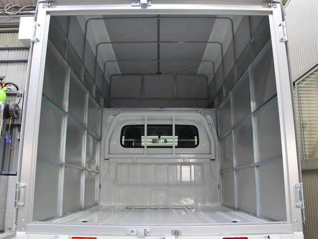 別途オプションにて、荷室フラット加工・サイドべニア板貼り、LED作業灯取付等々!ご相談下さい!