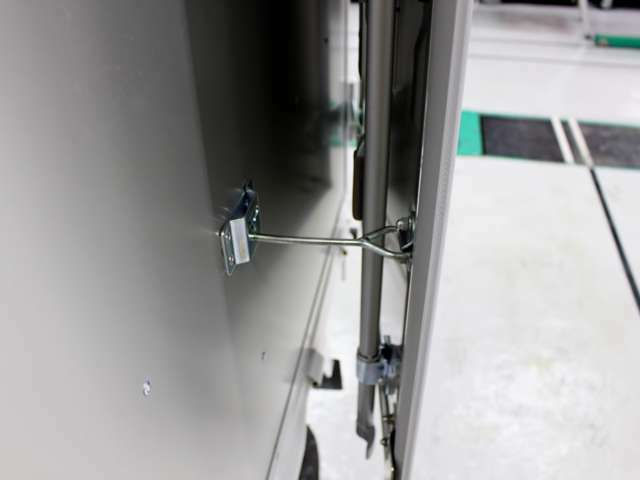 外側ドア開き止め付き!