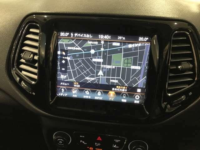 オーディオナビゲーションシステム8.4インチUconnect搭載!もちろん流行りのCarPlayも使用できます!