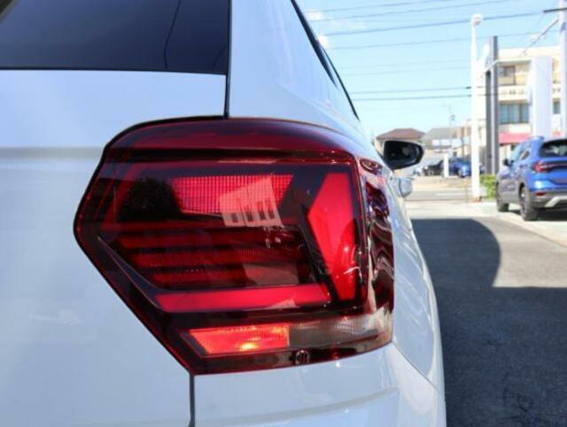 テールランプ。より明るく光るリヤフォグランプは右側のみ内蔵されています。(後続車が眩しい為、悪天候時にのみご利用下さい。)
