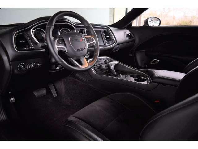 様々なシートポジションも可能です。シートヒーター、ベンチレーションも装備されております。