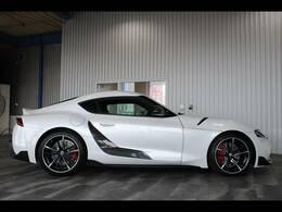 パドルシフト・本革巻ステア・合皮レザーシート・パワーシート・シートヒーター・純正19インチアルミ・フロアマット・ターボ車・プッシュスタート付です。