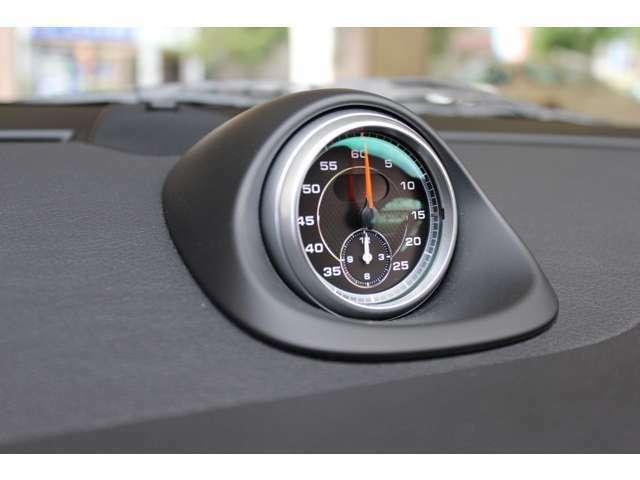 新車時メーカーオプションのスポーツクロノパッケージ装着車となります。お問い合わせは全国フリーダイヤル0066-9711-094846までお気軽にお問い合わせくださいませ。