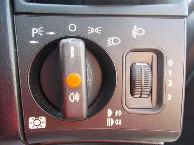 ヘッドライトスイッチ!光軸の調整もできます!