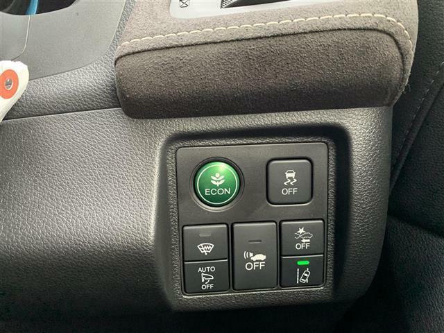 ◆ホンダセンシング◆衝突被害軽減ブレーキ【衝突の危険があるとシステムが判断した場合、ドライバーに注意を喚起。回避操作がない場合はブレーキ制御を行い、衝突回避をサポートします。】