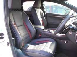 Fスポーツ専用フロントシートは、体をしっかり支える、快適な座り心地のデザインです。両席ともに、電動式で、冷暖房機能を内蔵しています。また、運転席には、シートポジションメモリー機能があります。