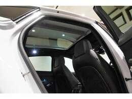 パノラミックルーフ装着車です♪開放感を手にしたインテリアはより一層楽しいドライブを後押ししてくれそうです!