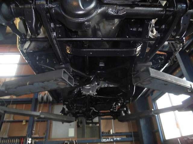 Aプラン画像:仕上がると黒くなったボディの仕上がりが目視出来ます。車検のタイミングなどで再度上塗り施工をするとさらにボディが長持ちします。